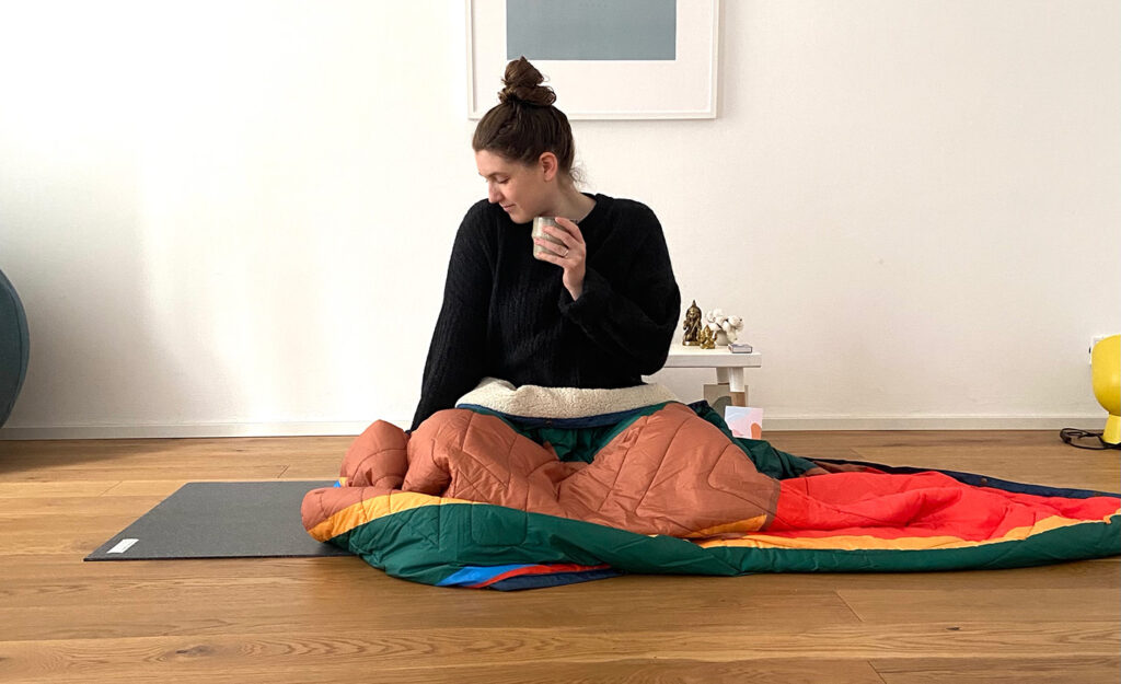 Lisa von omscandi bei ihrer yoga morgenroutine