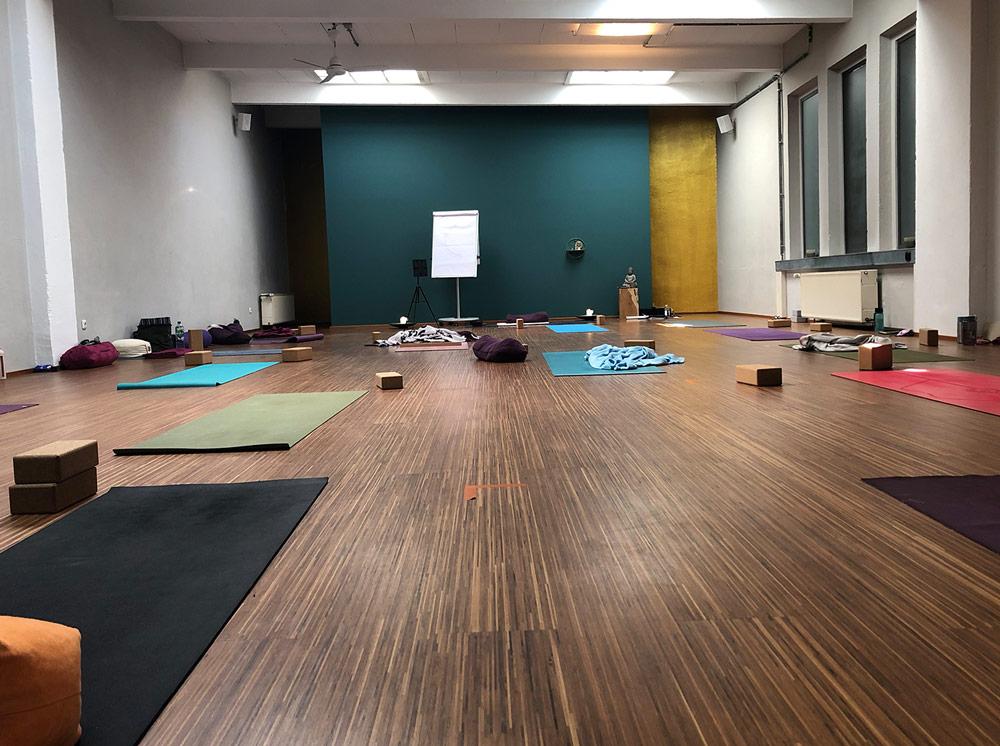 omscandi-yogalehrer-ausbildung-coolyoga-bochum